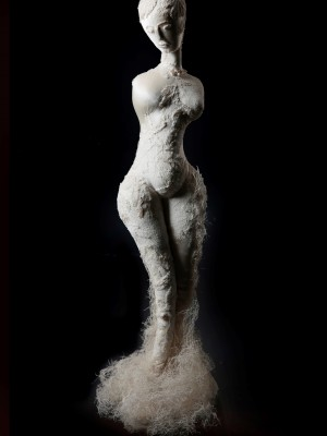 Ein Teil von mir. Skulpturen und Puppen von Regina Herrmann